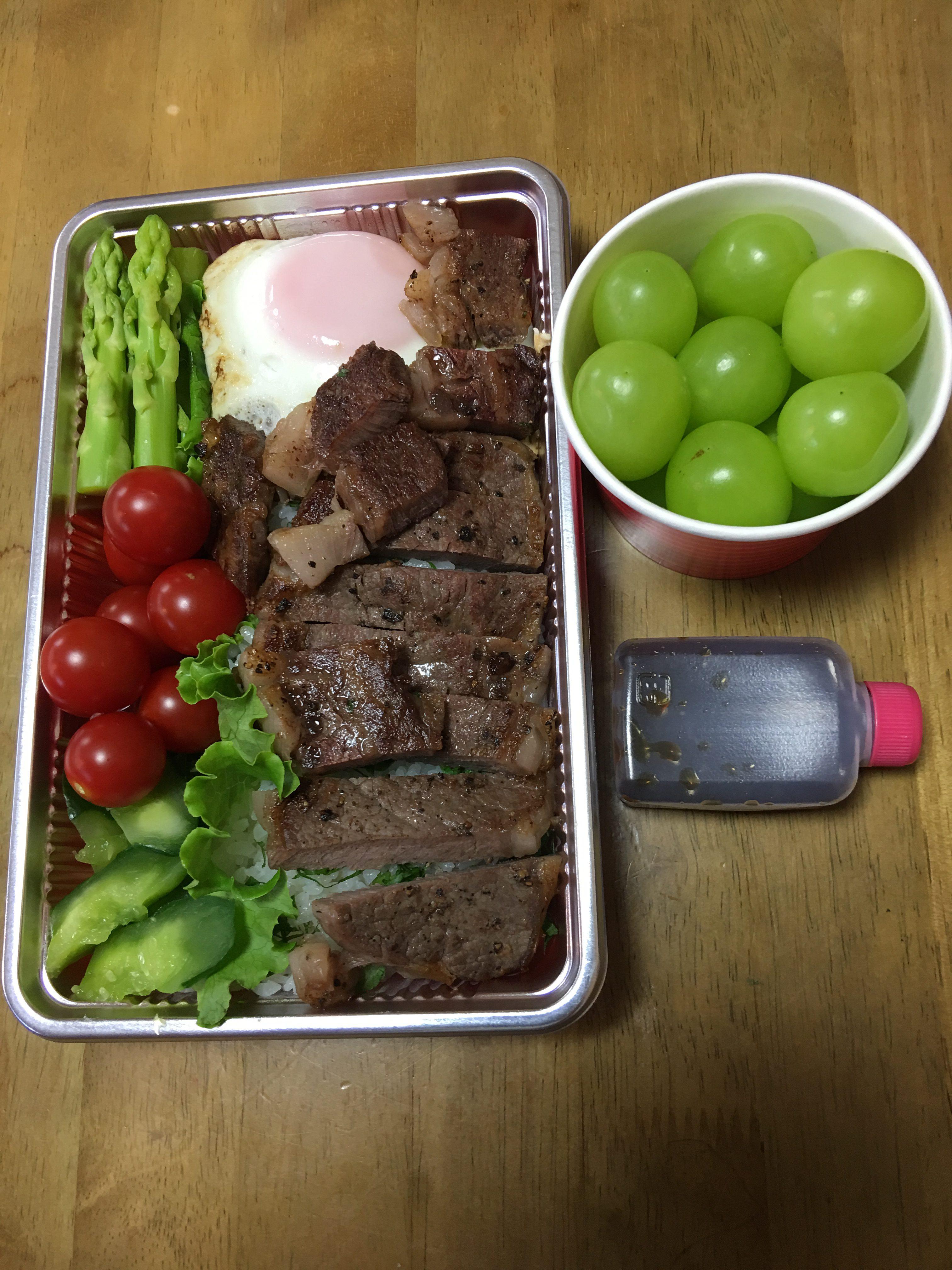 ステーキ丼/ユリアフィッシャー